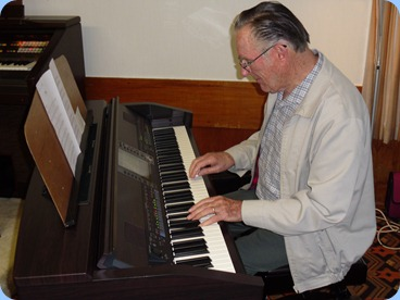 Roy Steen trying out the Clavinova
