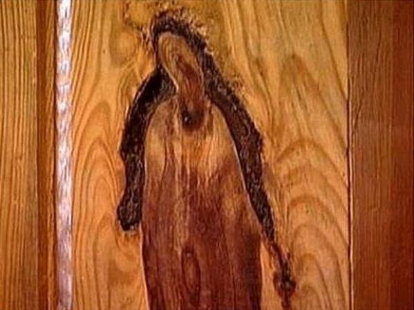 Jēzus seja koka dēlī