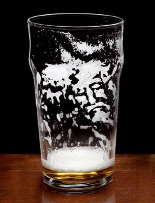 Jēzus seja izdzertā alus glāzē