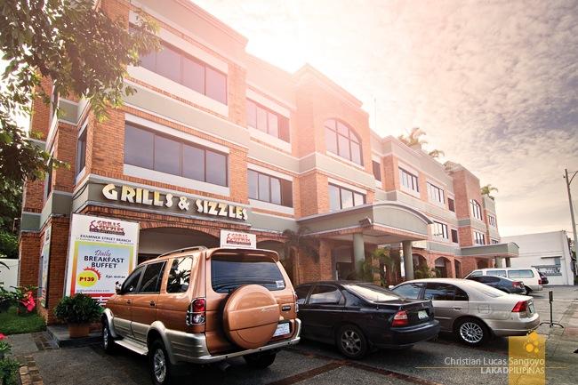 Grills & Sizzles' Brick Facade