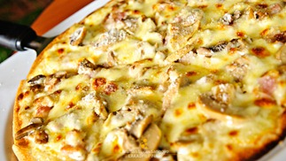 Pizza Alfredo (Php285.00) at Bacolod's Cafe Bob's