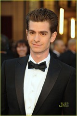andrew-garfield-2011-oscars-red-carpet-01