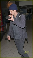 james-franco-lax-airport-05