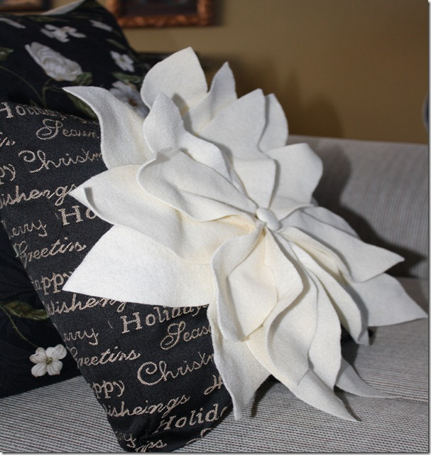 Poinsettia Pillow 006