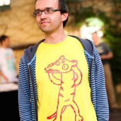 Jörg Dietrich mit einem Beutelwolf-Shirt (Beatrice Barth)