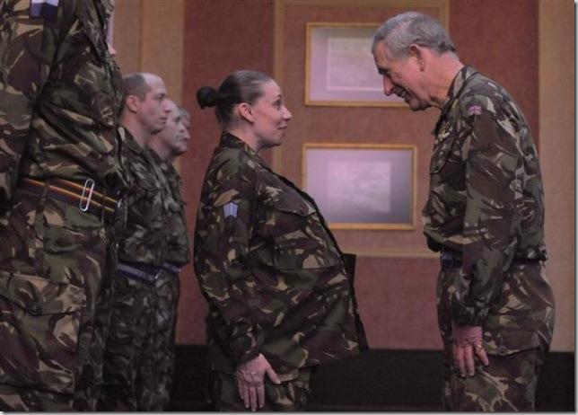 Принц Чарльз инспектирует военную базу в Dishforth в Северном Йоркшире
