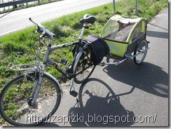 Велосипед с детской коляской-прицепом