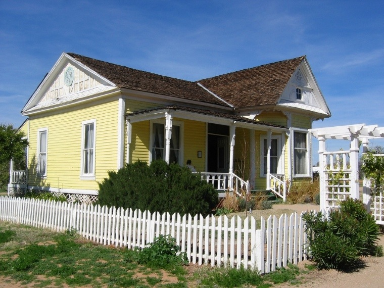 Squarciomomo gli americani e le loro fragili casette for Case in stile mattone