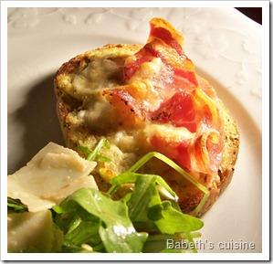 crostinis pesto d'artichaut pancetta cuits