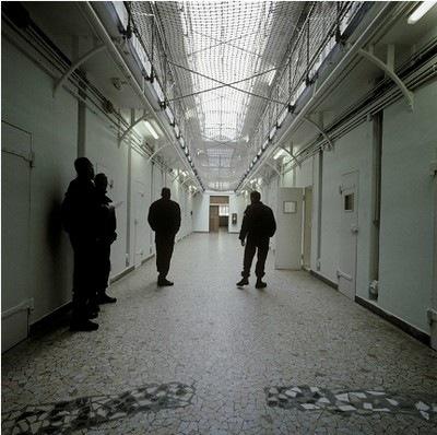 Photographie de Jacqueline Salmon prise à la prison de la Santé à Paris