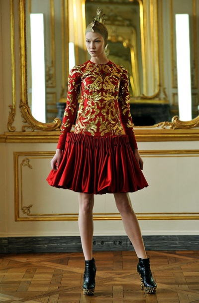 Alexander McQueen Fall 2010 Ready-to-Wear Slideshow on Style.com - Google Chrome