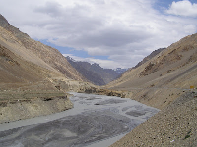 landscape between Sarchu & Pang