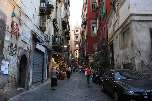 Неаполь — это столица ленивого, невежественного Юга