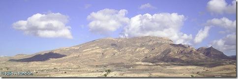 Vistas de la sierra del Cid y a la derecha el pico donde se juntan tres municipioa