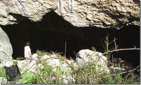 Entrada de la Cova de Dalt