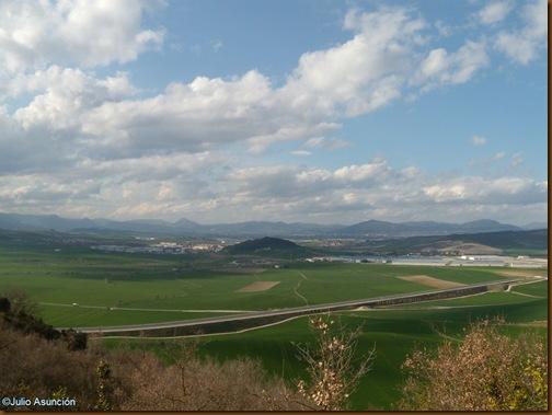 Vistas desde el camino hacia la cueva de Diablozulo - Guerendiáin