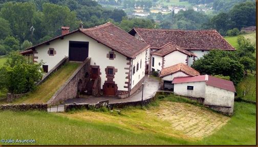 Caserio típico baztanés - ruta Legate