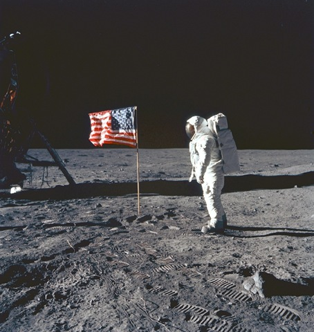 [american-flag-on-the-moon[3].jpg]