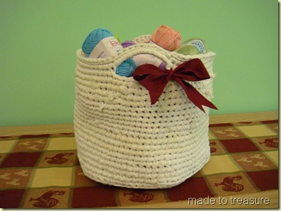 Big Hook Crochet a Sturdy Tote with Floral Trim Using