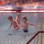 De eerste zwemles van ward