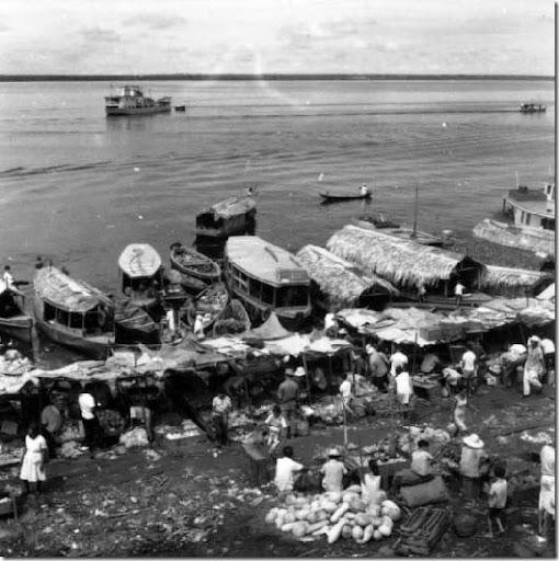 Feira ao lado do mercado de Manaus (AM)1]