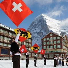 Alphornvereinigung-Berner-Oberland-Ost-und-Fahnenschwinger-auf-Kleine-Scheidegg1810-09-klein