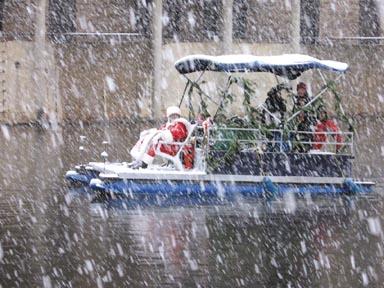 USE BEFORE XMAS Santa arrives @ Lake Anne.jpg