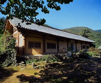 Yeongcheon Yeongsanjeon Hall at Geojoam Hermitage in Eunhaesa Temple