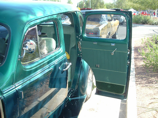 1937 Chevrolet Deluxe Sedan - suicide door
