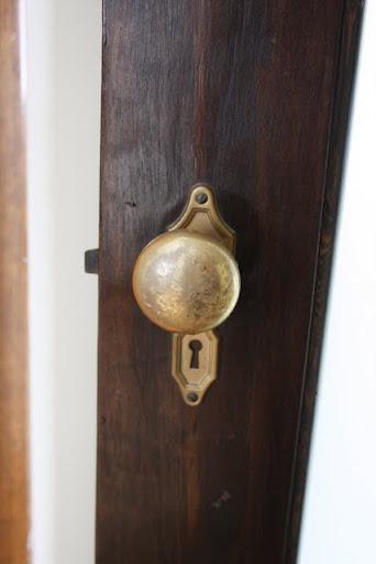 how to fix broken doorknob