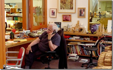 Frank Owen Gehry fotografato nel suo studio di Los Angeles