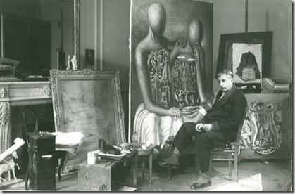 Giorgio de Chirico davanti le sue opere, 1929 Photo Lipnitzki - Viollet