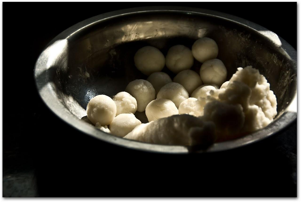 Kozhrakattai dough balls