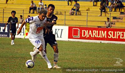 Gonzales Persitara vs Persib 2009/2010