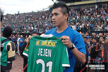 Jejen Persib 2010/2011