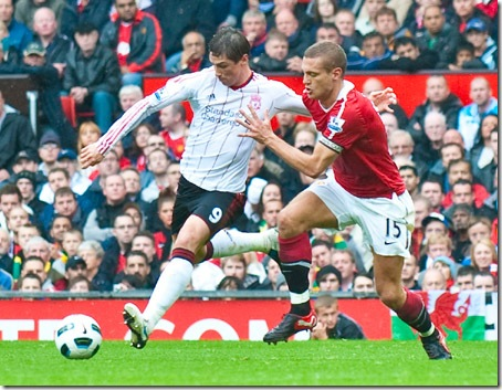 MANCHESTER, ENGLAND - Sunday, September 19, 2010: Liverpool's Fernando Torres and Manchester United's Nemanja Vidic during the Premiership match at Old Trafford. (Photo by David Rawcliffe/Propaganda)