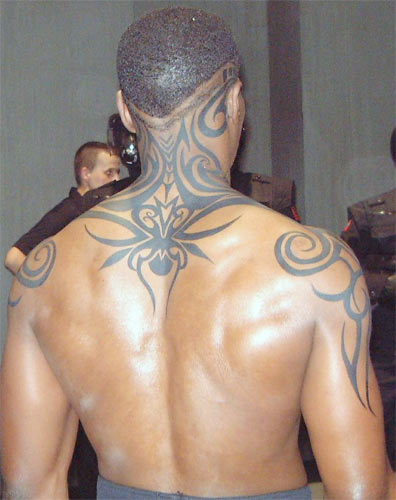 Which Celebrity Sports This Shoulder Blade Tattoo? Blade 2 Tatoo.