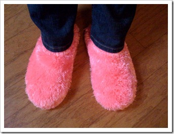 The 2009 model of pink fuzzy slippers