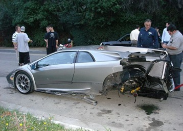crashed lamborgini 1