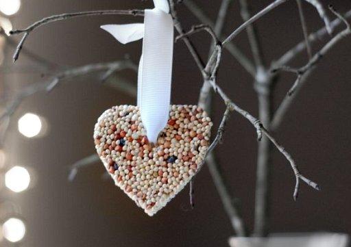 鳥へのクリスマスプレゼント(bird seed ornaments) + monogocoro