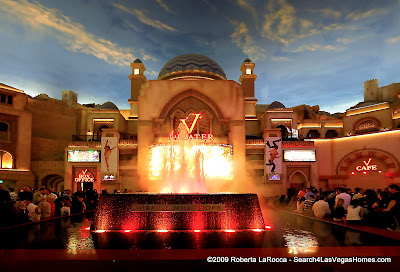 Fountain at Miracle Mile - Planet Hollywood - Click for Larger Image