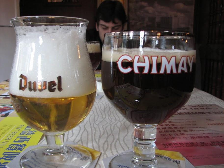 Verres Duvel et Chimay.