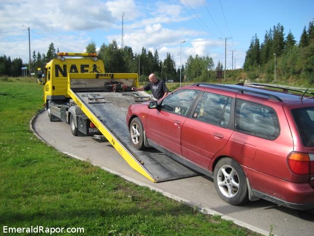 Bil som har stoppet, og blir hentet av NAF