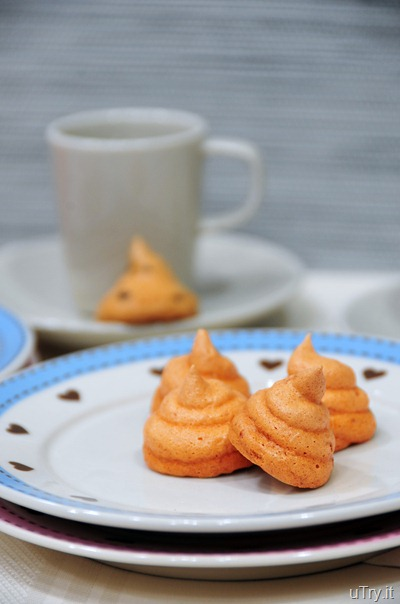 Orange-Chocolate Meringue Kisses