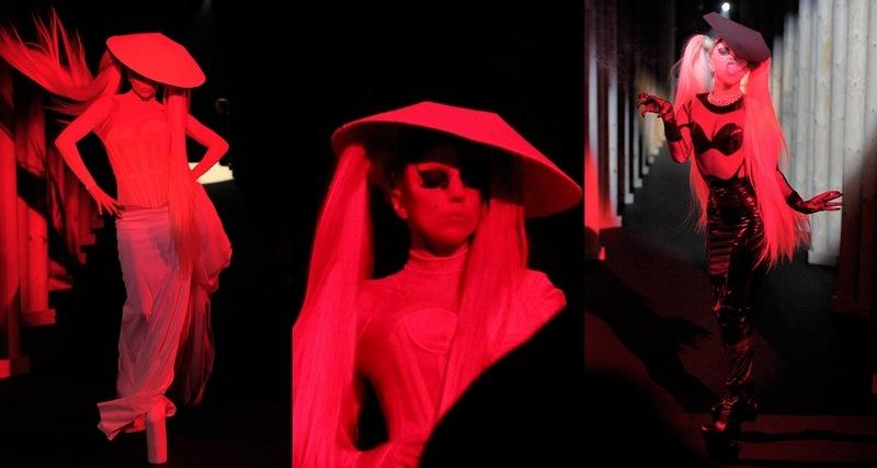 Paris1-09 Gaga para Mugler
