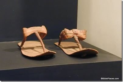 Sandals found in Tut's tomb made of reed, fiber, tb110500462