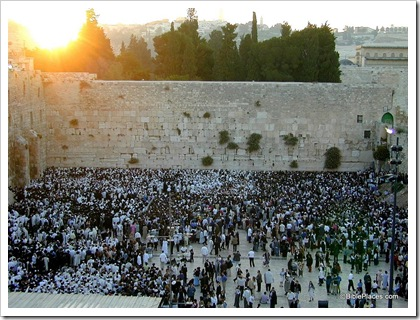 Crowds at Western Wall on Shavuot, tb060900804