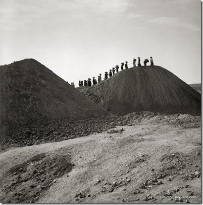 Beth Shemesh excavations, dumps, basket women, mat03005
