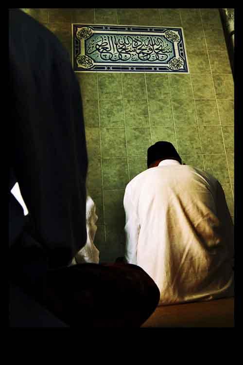 praying_to_Allah_by_mickoho Только для мусульман! Срочно!