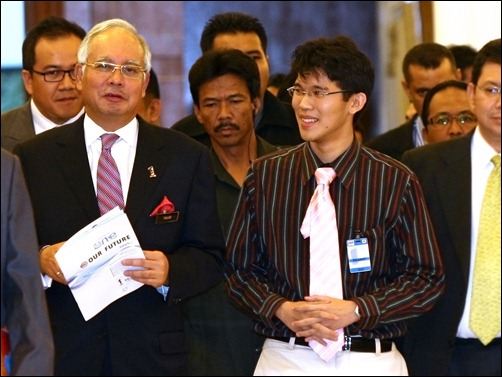 PM of Malaysia with the Report